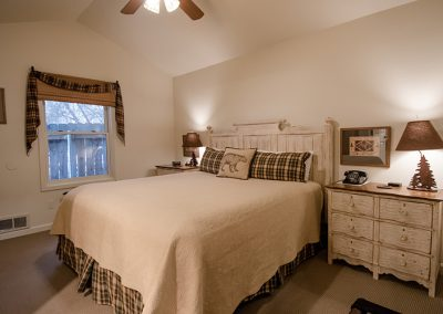"Wooded King Cottage ""Ponderosa"" Bedroom"